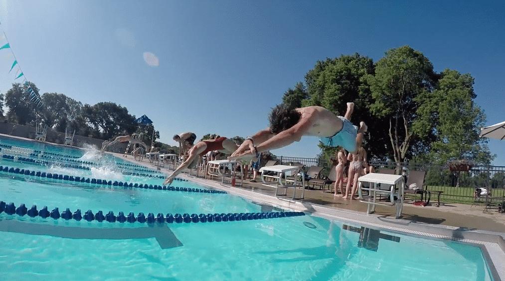diver_at_pool